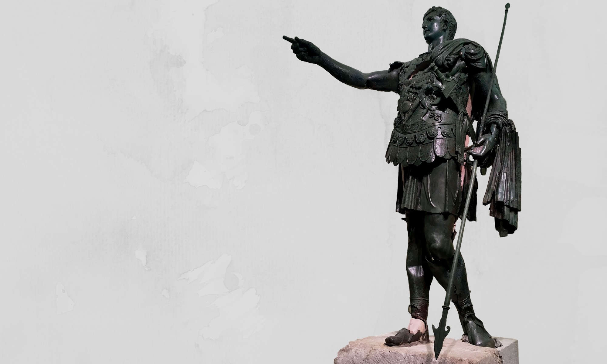 Statua bronzea romana del generale Germanico Cesare nell'atto dell'ad locutio