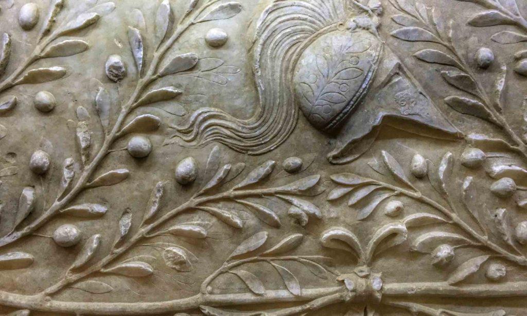 Particolare del rilievo marmoreo con protomi e ulivi di Amelia