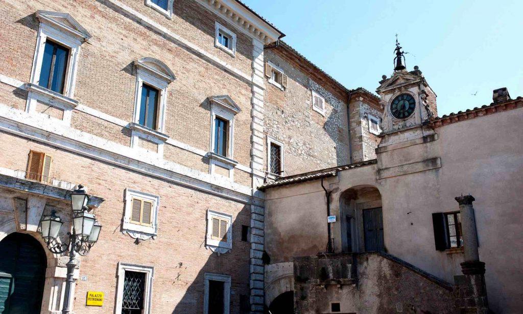 Facciata del Palazzo rinascimentale di Amelia, Palazzo Petrignani