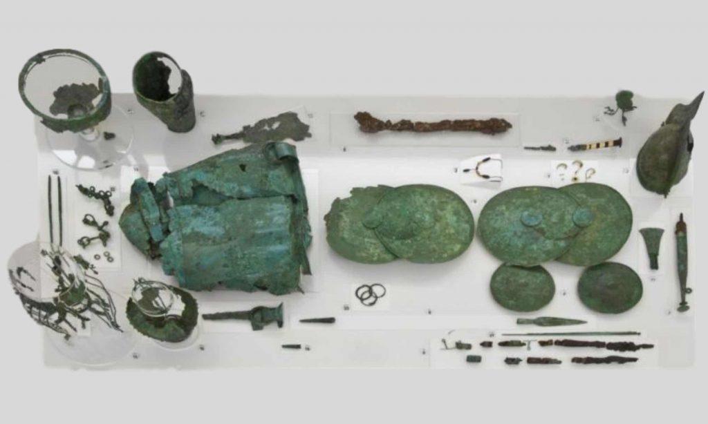 Corredo funerario da una tomba villanoviana dalla necropoli di Casal del Fosso di Veio