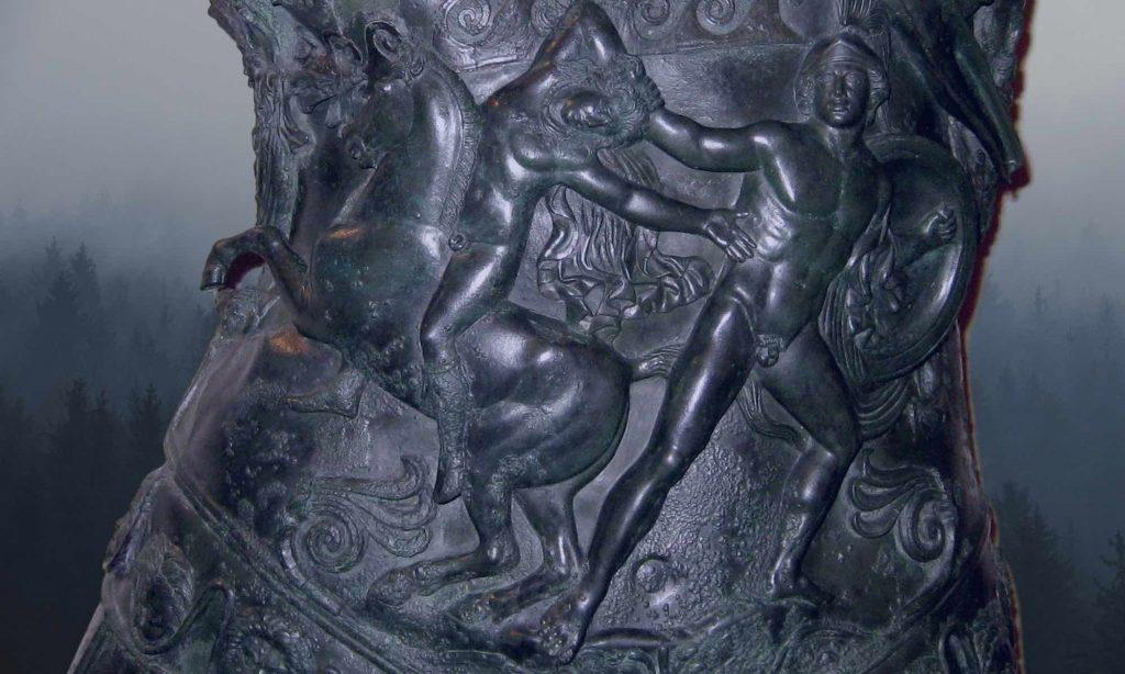 Particolare della lorica del Germanico con lotta tra Achille e Troilo