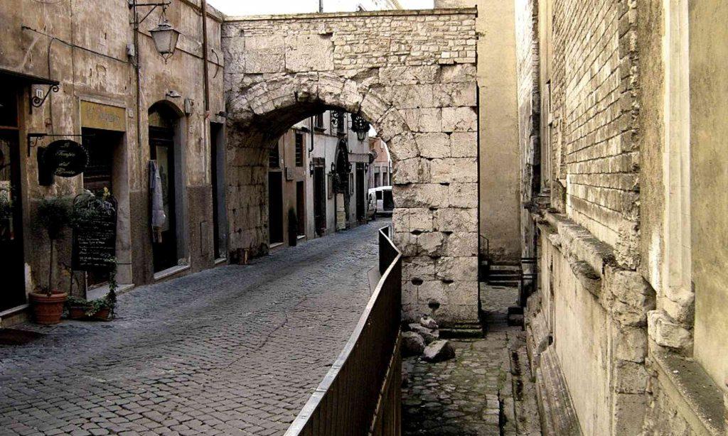 Antico arco romano di Druso minore e Germanico Cesare a Spoleto
