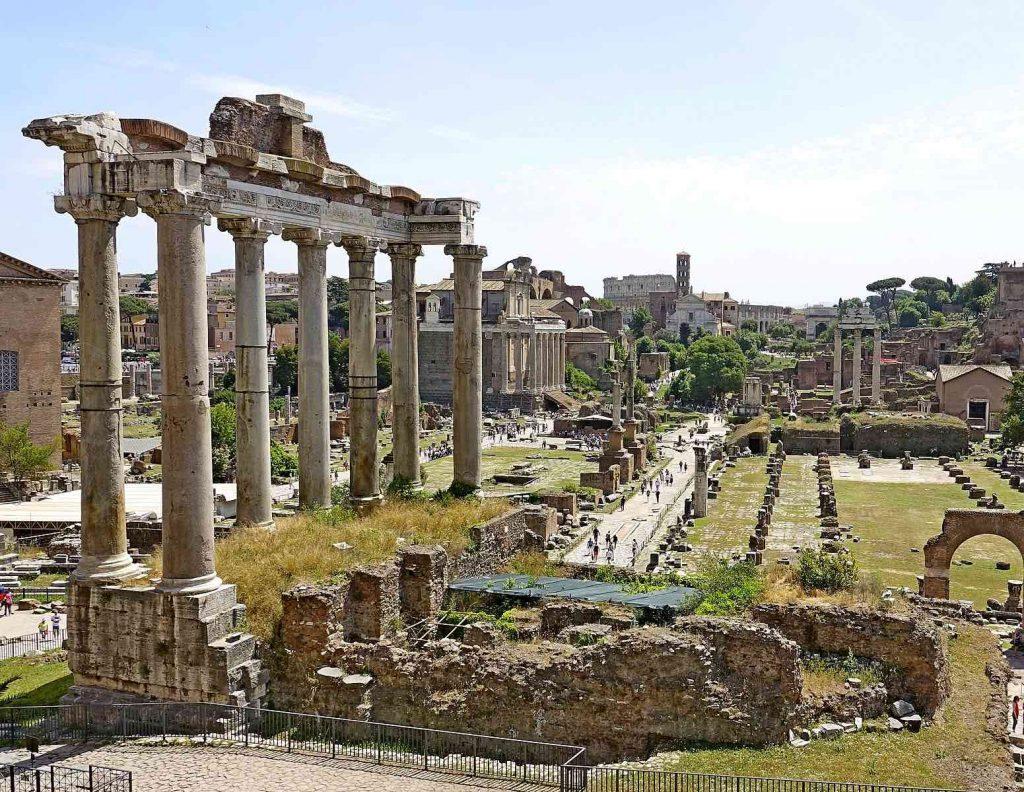 Resti del tempio di Saturno a Roma